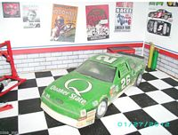 Built #26 Quaker State Thunderbird driven by Brett Bodine (1:25)